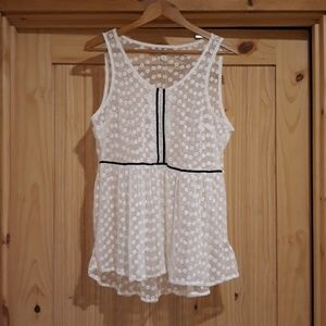 NWT Lauren Conrad Dressed To Frill Top. Size Large